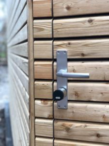 Abus EVVA Air Key in Holztür